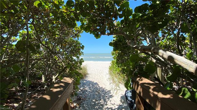 10951 Gulf Shore Dr 1002, Naples, FL 34108