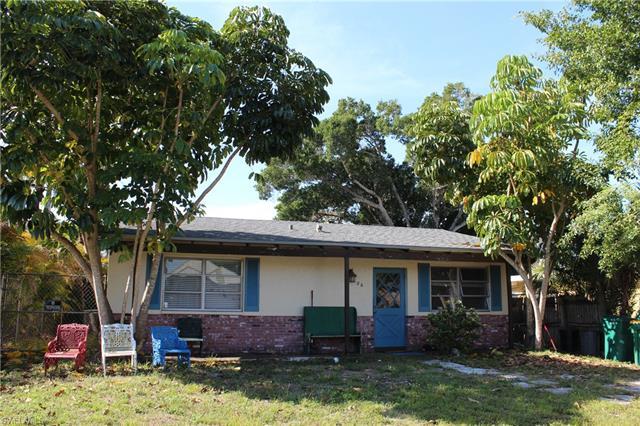 686 101st Ave N, Naples, FL 34108