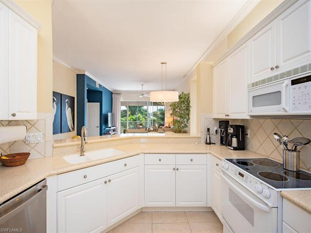 7725 Pebble Creek Cir 8-306, Naples, FL 34108