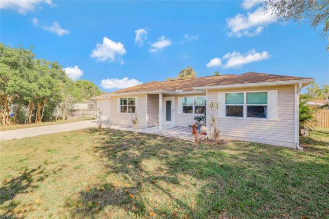 10871 St John Ct, Bonita Springs, FL 34135