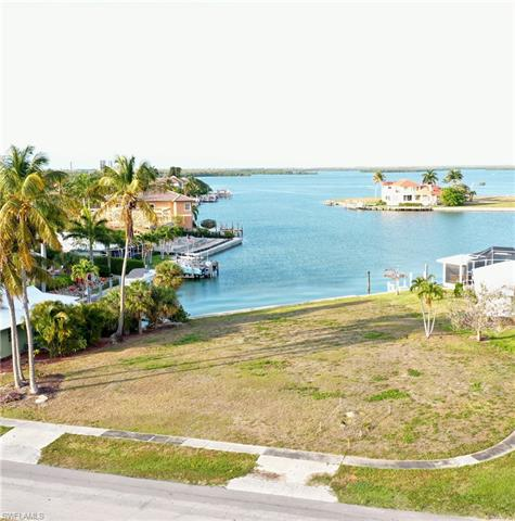 701 Fairlawn Ct, Marco Island, FL 34145