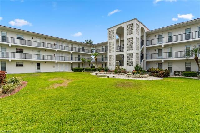 53 High Point Cir W 109, Naples, FL 34103