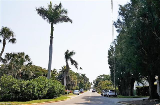 780 10th Ave S 1, Naples, FL 34102