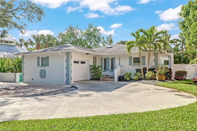 1316 Cypress Woods Dr, Naples, FL 34103