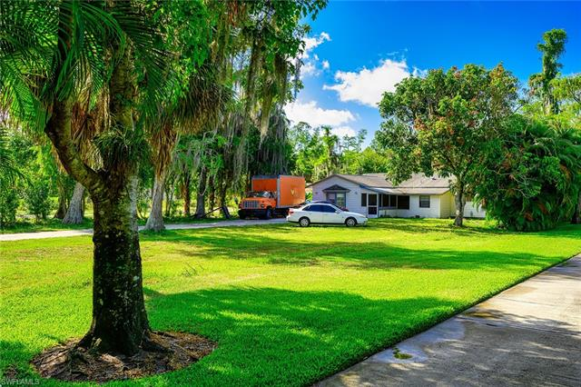 5780 Dogwood Way, Naples, FL 34116