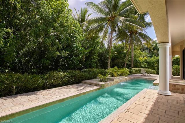 701 Park Shore Dr, Naples, FL 34103