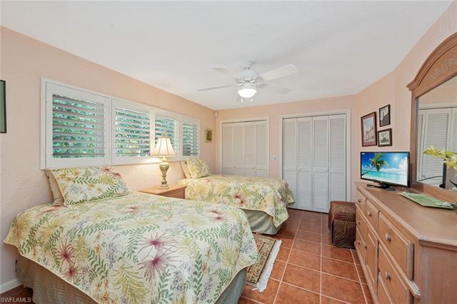 3130 Leeward Ln, Naples, FL 34103