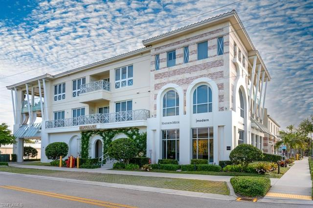 382 12th Ave S 302, Naples, FL 34102