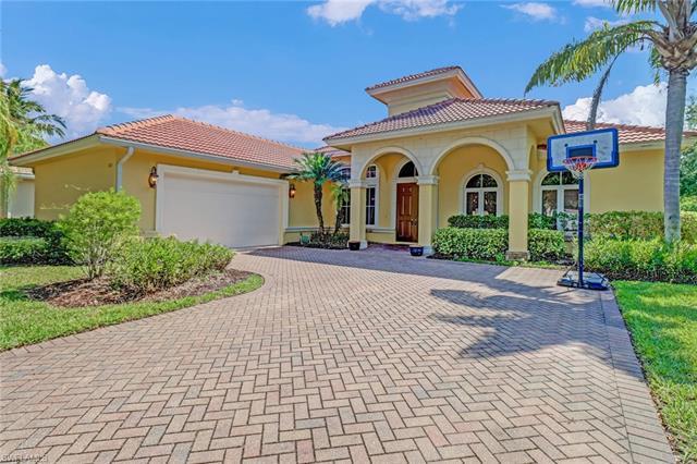 360 Saddlebrook Ln, Naples, FL 34110