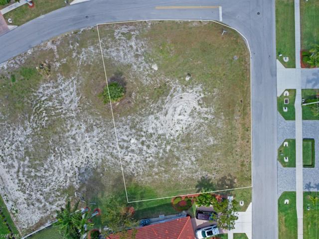 1148 Strawberry Ct, Marco Island, FL 34145