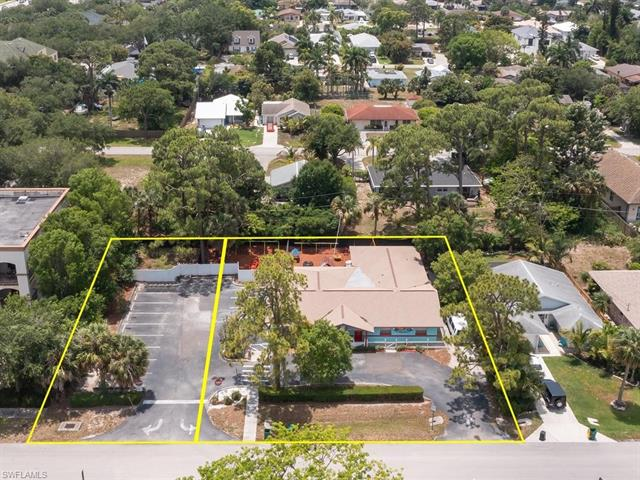 860 102nd Ave N, Naples, FL 34108