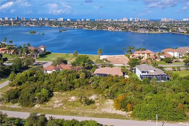 680 Inlet Dr, Marco Island, FL 34145