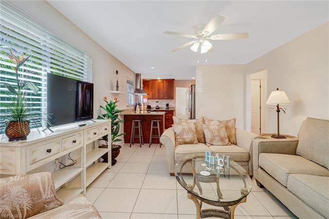 861 101st Ave N, Naples, FL 34108