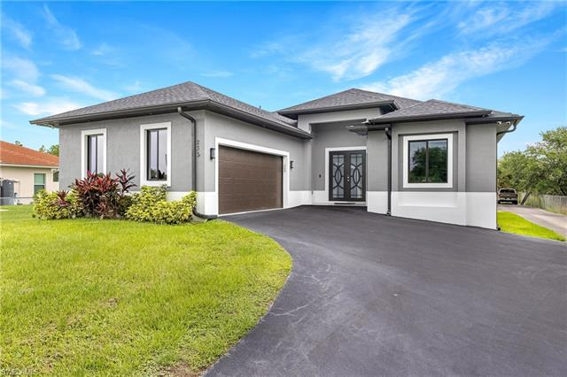 233 37th Ave Nw, Naples, FL 34120