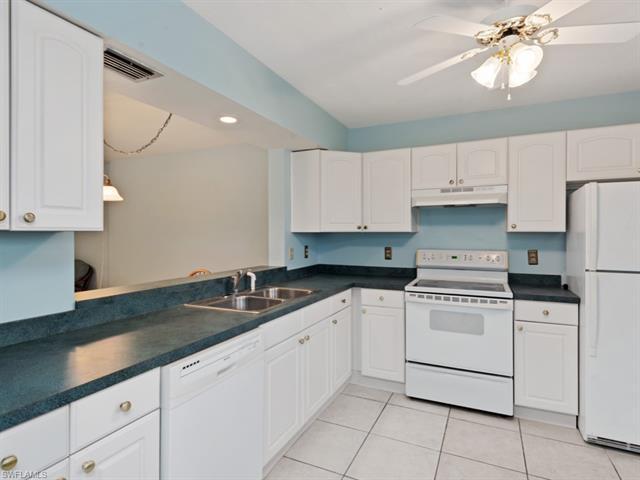 3006 Kings Lake Blvd 3006, Naples, FL 34112