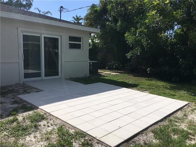 705 91st Ave N, Naples, FL 34108