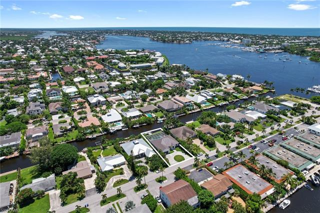1500 Curlew Ave, Naples, FL 34102