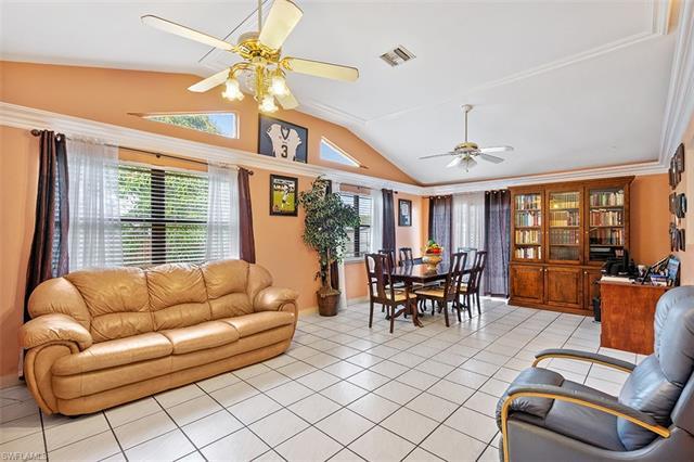 1319 Granada Blvd, Naples, FL 34116