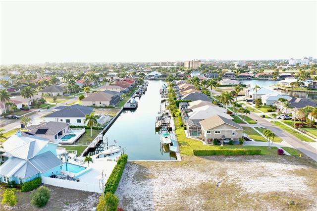 970 Goldenrod Ave, Marco Island, FL 34145