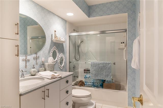 760 Waterford Dr 302, Naples, FL 34113