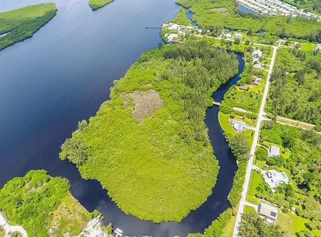 418 Peace Island Dr, Punta Gorda, FL 33950