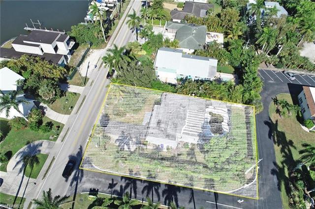 1125 Sandpiper St, Naples, FL 34102