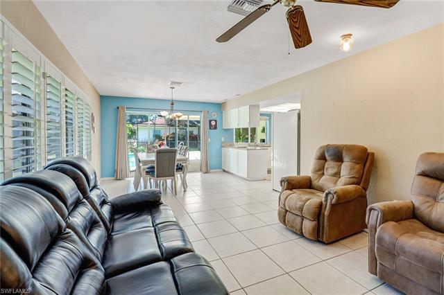 325 Bay Meadows Dr, Naples, FL 34113