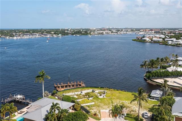 1303 Marlin Dr, Naples, FL 34102