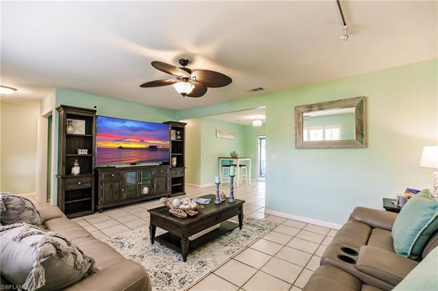 5275 Maple Ln, Naples, FL 34113