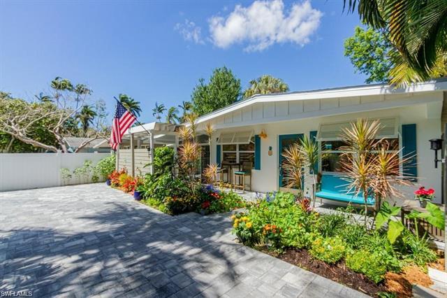 1315 Frank Whiteman Blvd, Naples, FL 34103