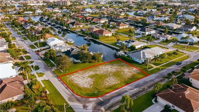 930 Goldenrod Ave, Marco Island, FL 34145