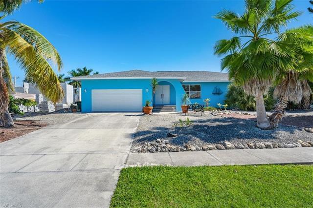 287 Grapewood Ct, Marco Island, FL 34145