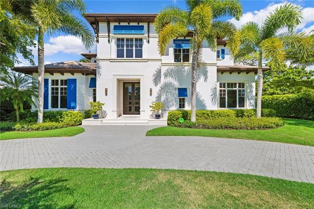 590 Palm Cir E, Naples, FL 34102