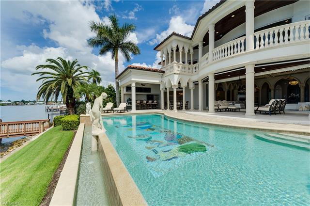 2300 Kingfish Rd, Naples, FL 34102