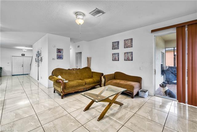2882 Inlet Cove Ln W, Naples, FL 34120
