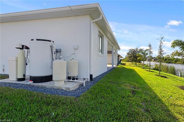 2601 Diplomat Pky W, Cape Coral, FL 33993