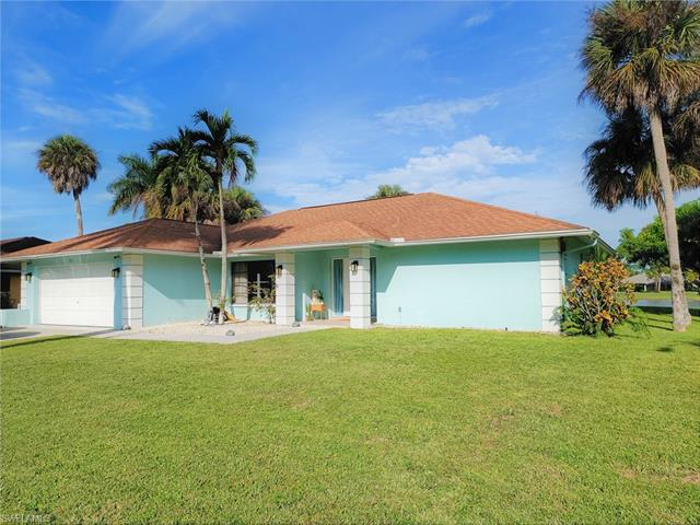 765 Saint Andrews Blvd, Naples, FL 34113