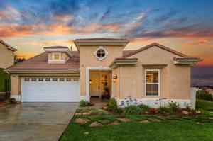 803 Vista Grande Drive, Santa Paula, CA 93060
