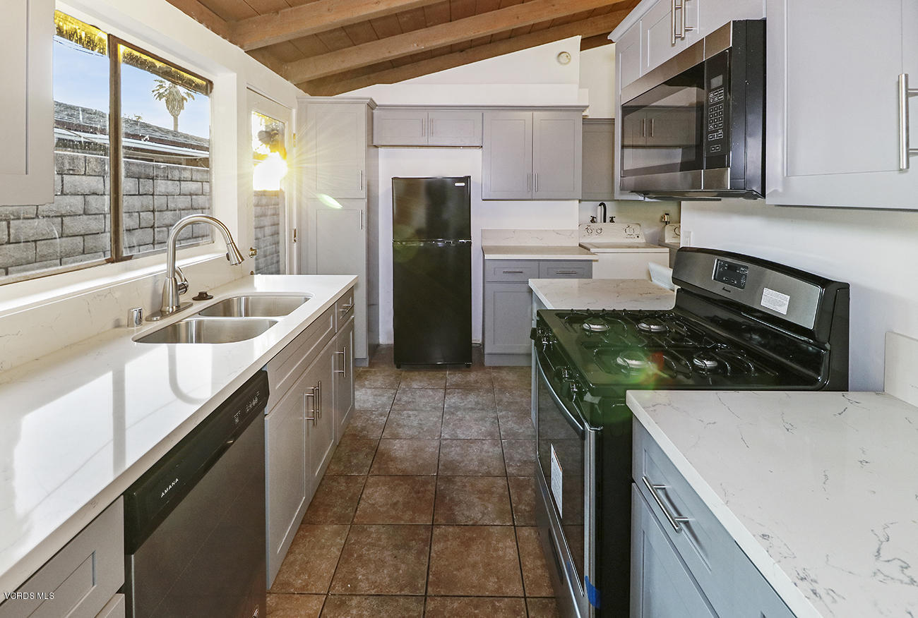 8224 Chimineas Avenue, Reseda, CA 91335