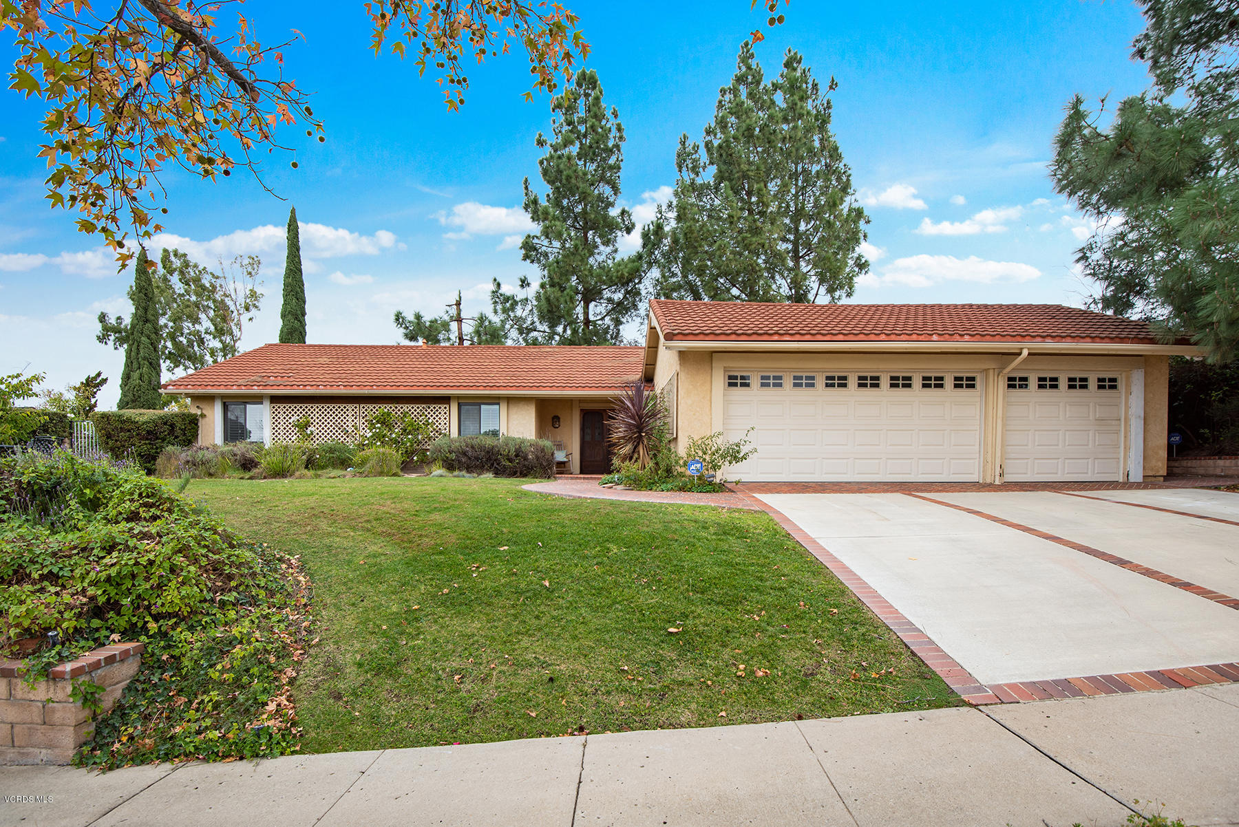 129 Venus Street, Thousand Oaks, CA 91360