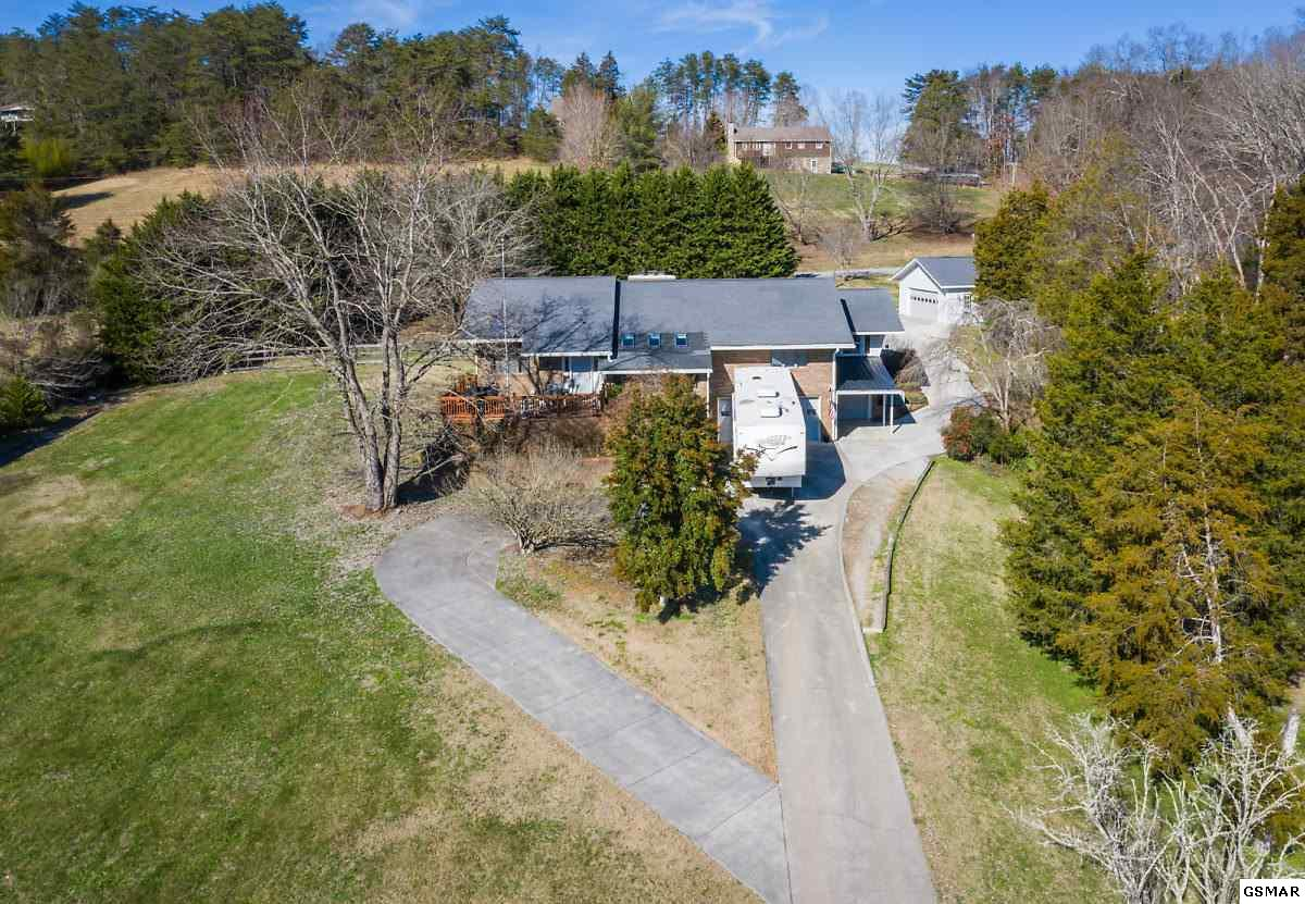 1935 Valley Woods Dr, Sevierville, TN 37862