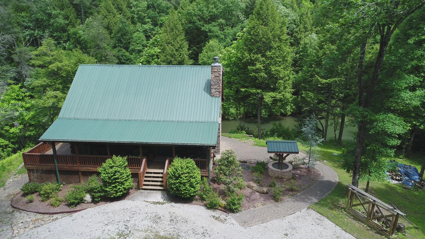 321 High Point Rd, Deer Lodge, TN 37726