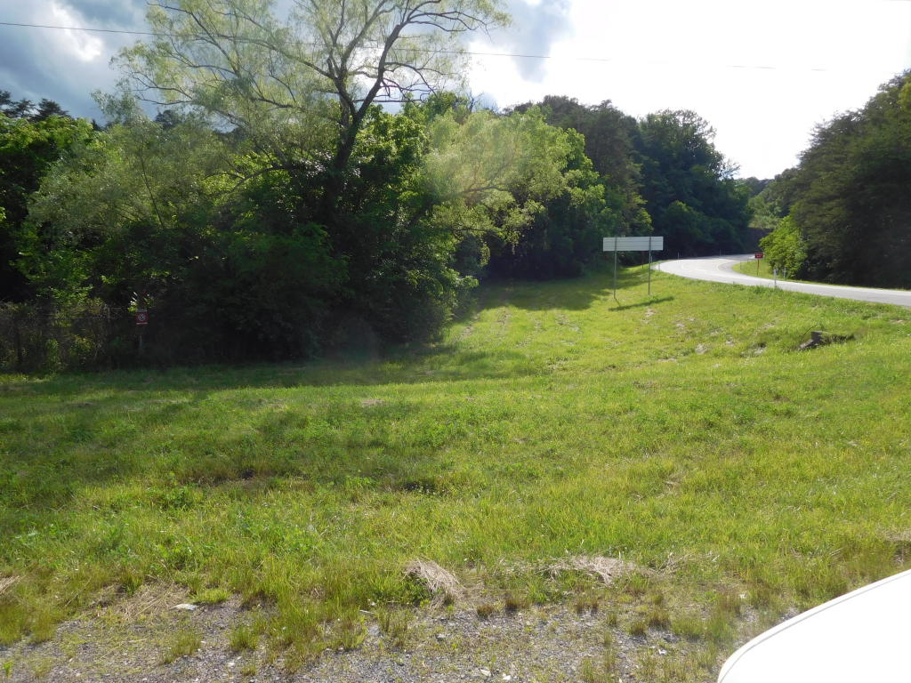 Midway Rd, Strawberry Plains, TN 37871