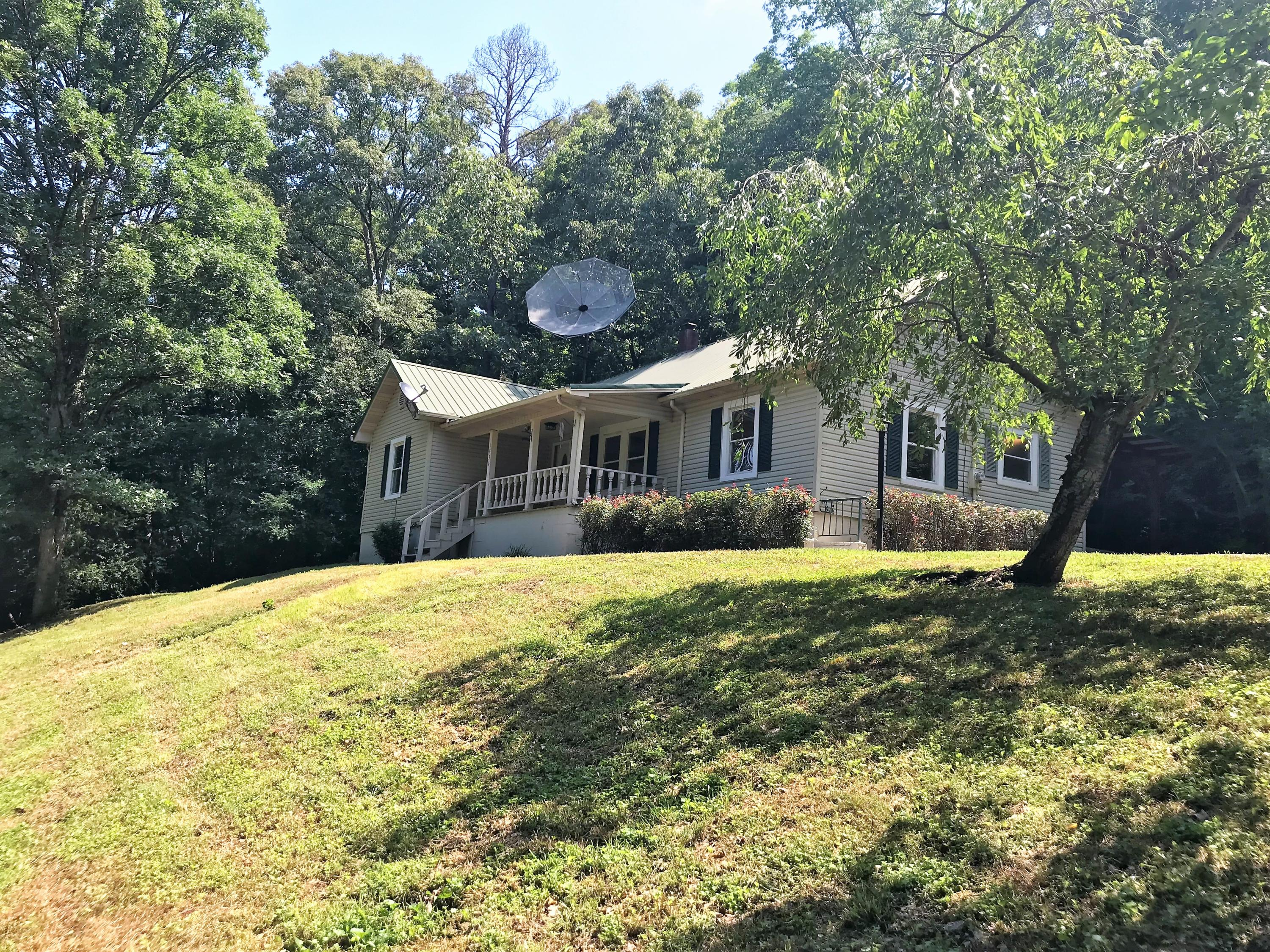 1936 E Brushy Valley Rd, Powell, TN 37849