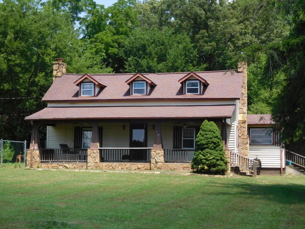 710 S Carter School Rd, Strawberry Plains, TN 37871