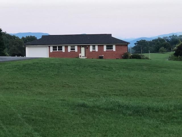 937 E Cross Rd, Dandridge, TN 37725