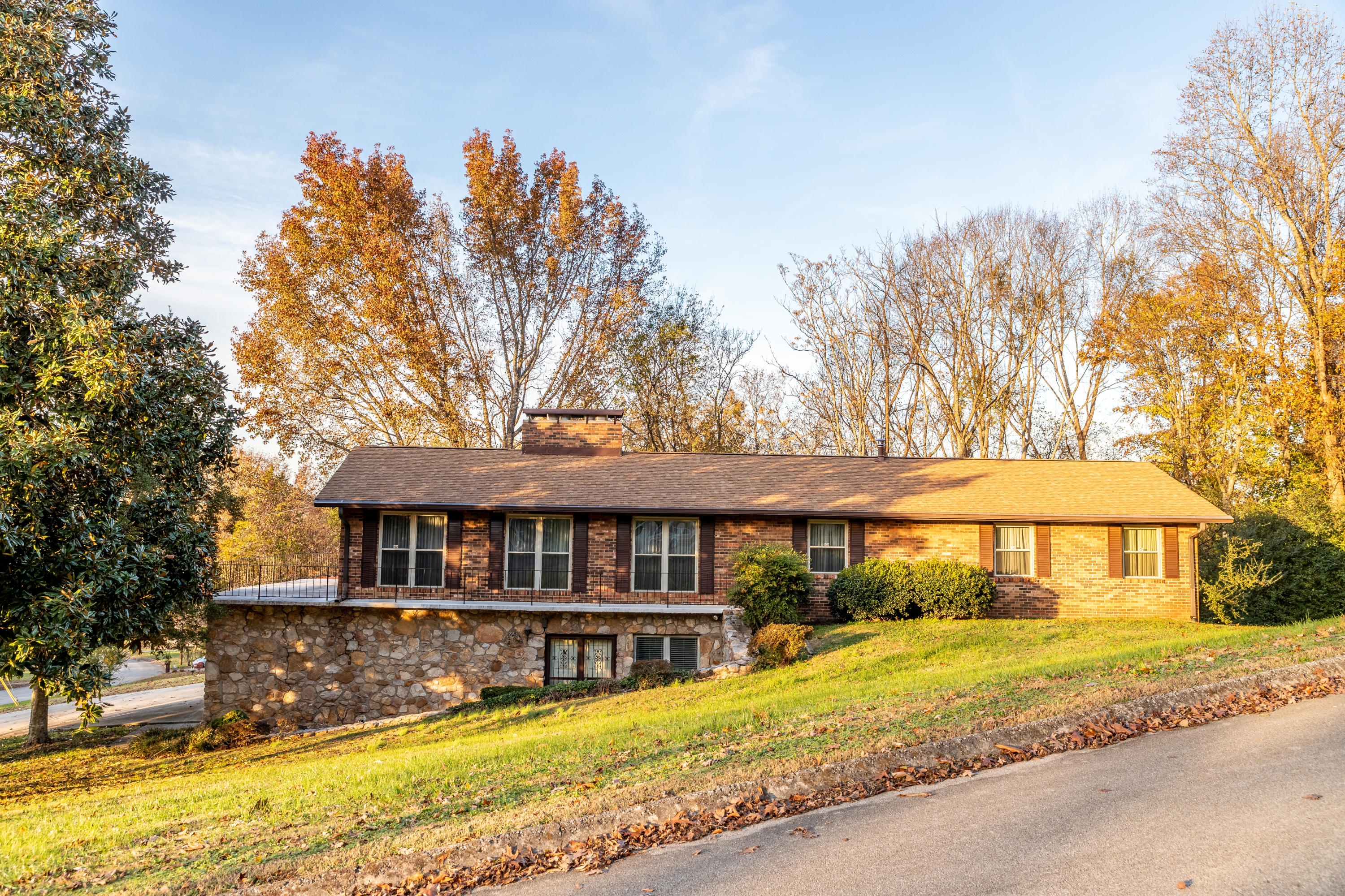 4704 Lakeview Rd, Louisville, TN 37777