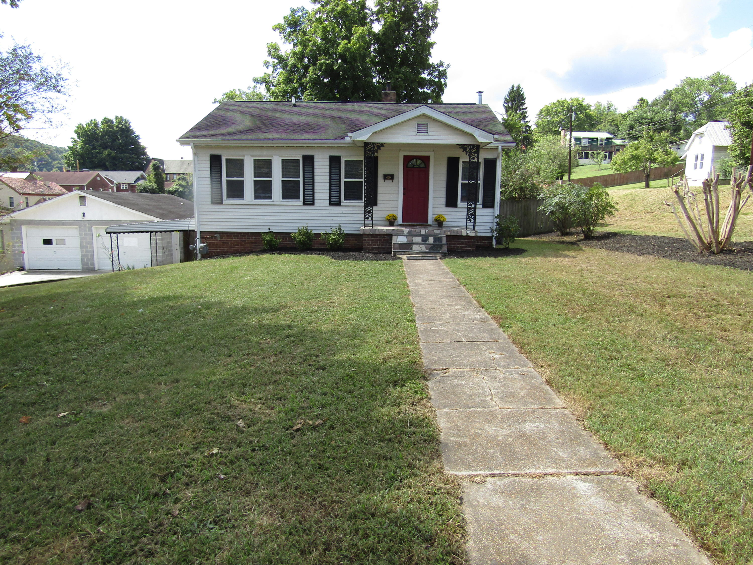 110 N 7th St, Lafollette, TN 37766
