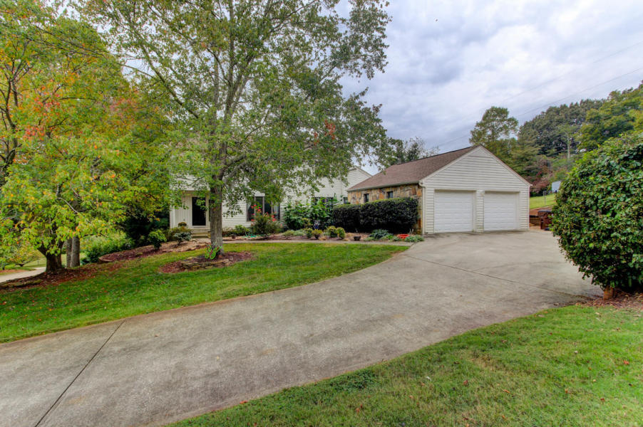 11104 Crown Point Drive, Knoxville, TN 37934