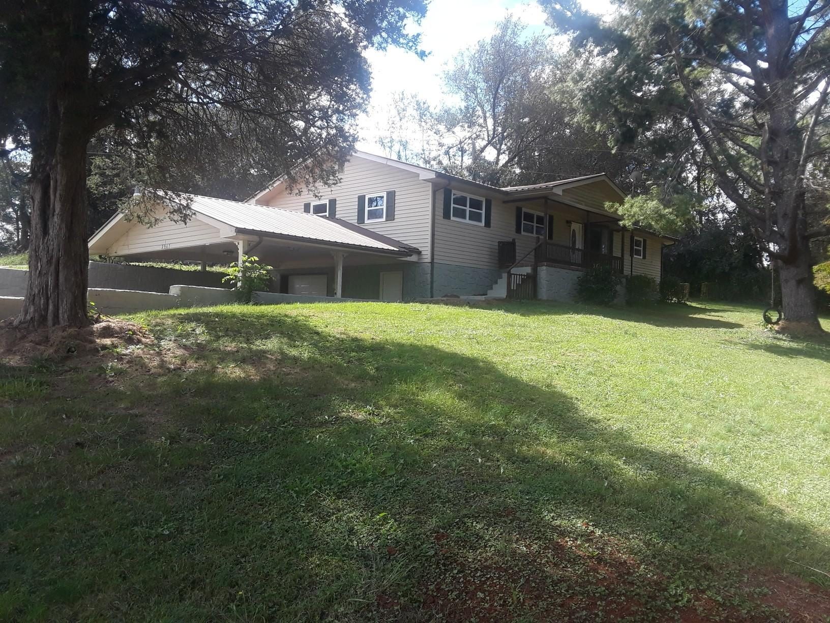 2967 Hodges Switch Rd, Strawberry Plains, TN 37871